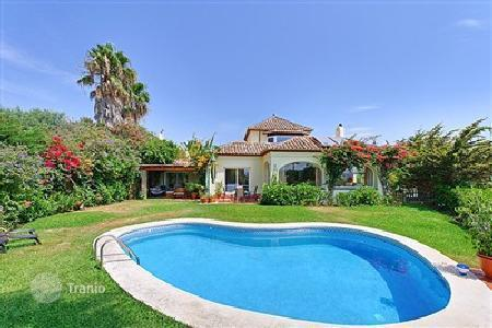 4 bedroom houses for sale in Madrid. fabulous views of the sea, Gibraltar and Africa