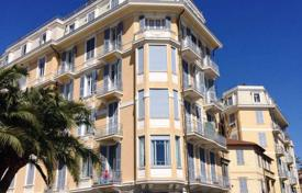 6 bedroom apartments by the sea for sale in Southern Europe. Sunny apartment in the city center facing the sea and the port of San Remo. Possibility to use it as small hotel Bed & Breakfast!