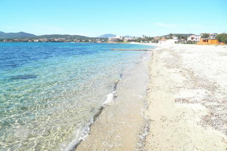 Coastal residential for sale in Sardinia. In the splendid setting of Golfo Aranci there is the opportunity to buy one of only 6 unit properties only 20 metres from the beach