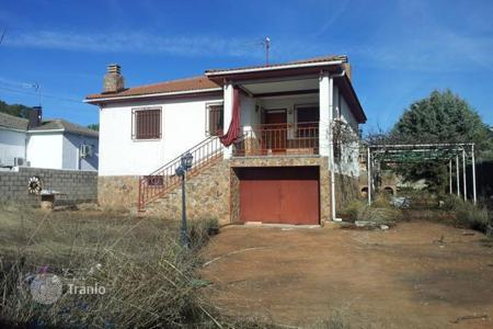 Cheap property for sale in Loranca de Tajuña. Villa – Loranca de Tajuña, Castille La Mancha, Spain