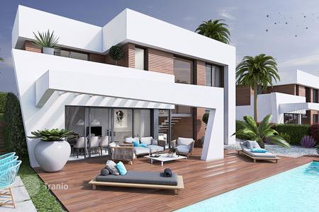 Coastal houses for sale in Benidorm. Villa with private pool and panoramic views of Benidorm