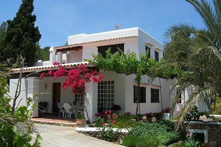 Luxury 5 bedroom houses for sale in Balearic Islands. Villa in San Rafael