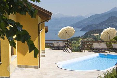 Villas and houses for rent with swimming pools in Lake Como. Villa Lilia