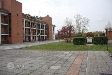Apartments for sale in Lombardy. Chic loft with covered terrace, near Milan