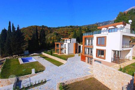 3 bedroom houses for sale in Montenegro. Three-level villas with a view of the sea, garden, the possibility of installing the pool, near the beach and the center of Bar, Montenegro