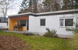 Property for sale in Grünwald. Cozy bungalow with a garden and a garage in the prestigious district of Grünwald, Munich, Germany