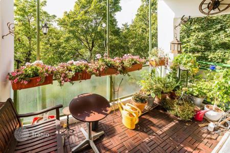 Residential for sale in Bogenhausen. Two-bedroom apartment in Bogenhausen, Munich