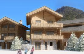 Chalets for sale in Auvergne-Rhône-Alpes. Three-storey chalet with a balcony, a terrace and a garden, 200 meters from the church of Montriond, Morzine, Alps