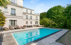 6 bedroom houses for sale in Ile-de-France. Saint-Cloud – A magnificent 560 m² Hotel Particulier in 1,950 m² of grounds with a swimming pool