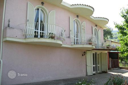 4 bedroom houses by the sea for sale in Abruzzo. Property in Montebello Di Bertona, Pescara. Italy