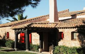 Spacious farm with a garden, a pool, stables and terraces, Badajoz, Spain. Price on request