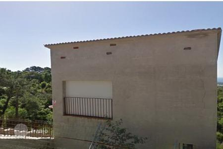 Foreclosed 3 bedroom houses for sale in Spain. Villa – Lloret de Mar, Catalonia, Spain