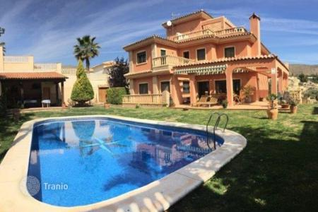 Property for sale in El Campello. 5 bedroom villa with private pool, garden, several terraces and BBQ in El Campello, Alicante