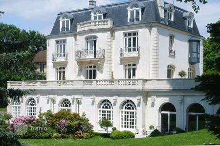 Luxury houses for sale in Ile-de-France. Beautiful villa in Garches, close to Paris, France