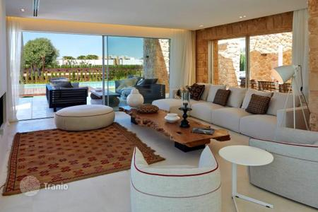 Property to rent in Ibiza. New villa with infinity pool and sea views for rent in a gated residence, near the village of San Jose and the famous beaches in Ibiza