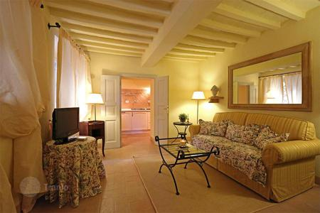 2 bedroom apartments for sale in Tuscany. PANORAMIC APARTMENT IN THE HISTORICAL CENTER FOR SALE IN TUSCANY