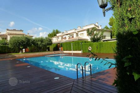 Coastal townhouses for sale in Mont-roig del Camp. Terraced house – Mont-roig del Camp, Catalonia, Spain