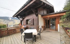 5 bedroom houses for sale in Auvergne-Rhône-Alpes. Spacious chalet with a terrace and a balcony, overlooking the mountains, Megeve, Alpes, France