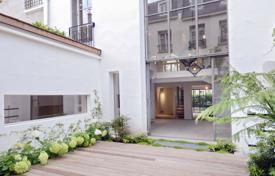 Luxury houses for sale in Neuilly-sur-Seine. Neuilly-sur-Seine. A superb private mansion
