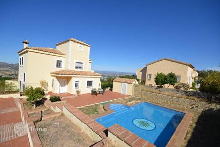 6 bedroom houses for sale in Andalusia. This villa is located in a prestigious urbanization Pinos de Alhaurin