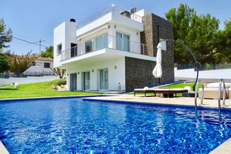 4 bedroom houses by the sea for sale in Moraira. Luxury villa with sea views in Moraira