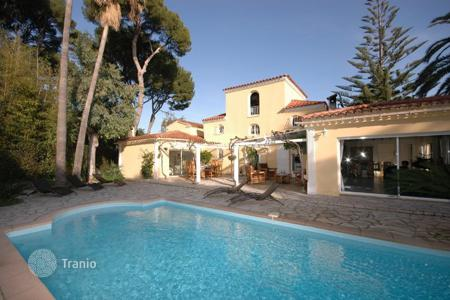 Villas and houses for rent with swimming pools in Côte d'Azur (French Riviera). Villa du Cap