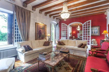Luxury residential for sale in Barcelona. Historic house in the district of Pedralbes, Barcelona, Spain. Spacious garden, garage, panoramic views of the city