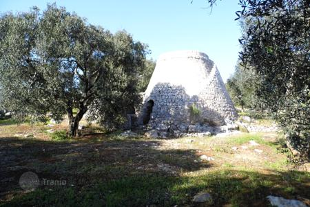 Cheap land for sale in Italy. Plot with ruins of a historic farm and a garden, at 300 meters from the sea, Gagliano del Capo, Italy
