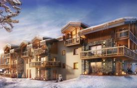 Three-bedroom apartment with balconies and mountain views, Courchevel Le Praz, Savoie, France for 1,900,000 €