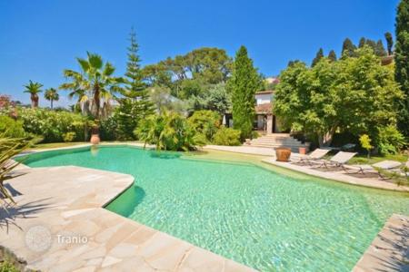 Luxury 4 bedroom houses for sale in Mougins. Villa - Mougins, Côte d'Azur (French Riviera), France