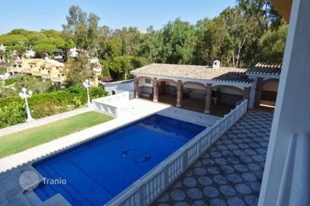Coastal houses for sale in Sitio de Calahonda. Villa – Sitio de Calahonda, Andalusia, Spain