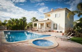 Houses with pools for sale in Faro. Luxury Villa in Quinta do Lago
