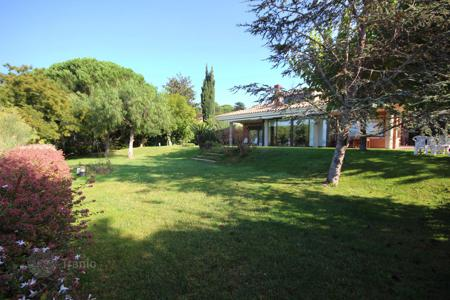 4 bedroom houses for sale in Costa del Maresme. House in quiet area with mountain views, Cabrils