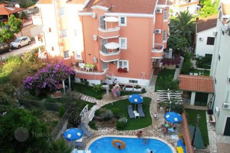 Commercial property for sale in Montenegro. Four-star hotel with swimming pool in Petrovac
