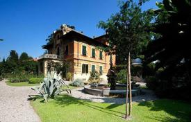5 bedroom houses for sale in Tuscany. Villa – Lucca, Tuscany, Italy