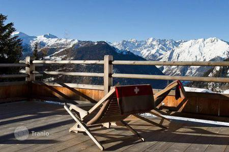 5 bedroom villas and houses to rent in Bagnes. The chalet with 5 bedrooms, a living room with a balcony, a ski room with a boot dryer and a hot tub, Verbier, Switzerland