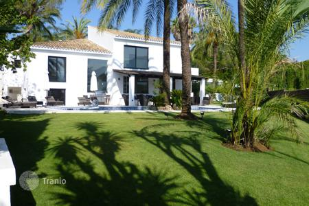 4 bedroom villas and houses by the sea to rent in Marbella. Villa Blasco, Nueva Andalucia, Marbella
