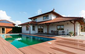 4 bedroom houses for sale in Central Bohemia. Villa – Jesenice, Central Bohemia, Czech Republic
