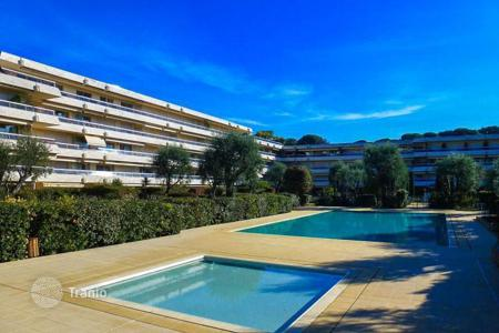 Apartments with pools for sale in Roquebrune - Cap Martin. Apartment in a residence in Cap Martin