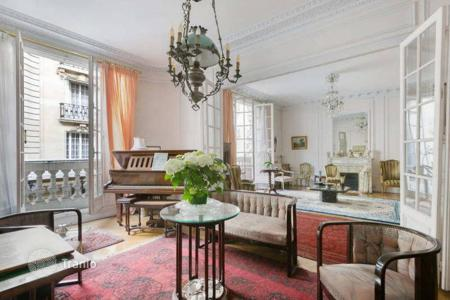 3 bedroom apartments for sale in 16th arrondissement of Paris. Paris 16th District – An over 150 m² apartment near prestigious Ave Foch