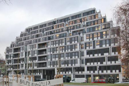 Apartments with pools for sale in Germany. One bedroom apartment with a terrace 50 m away from the River Spree, the Mitte district, the center of Berlin