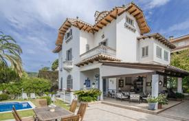 Luxury villa with a pool, a garden and a veranda, on the coast of Maresme, San Andrés de L'vivanares, Spain for 970,000 €