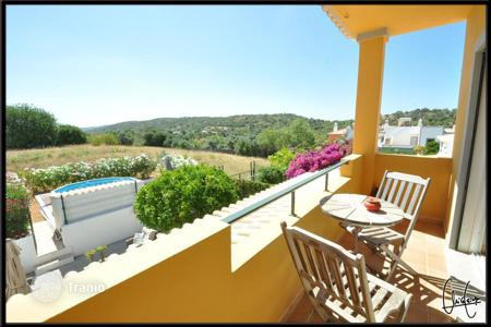 Houses for sale in Faro. Comfortable two-level villa in Paderne