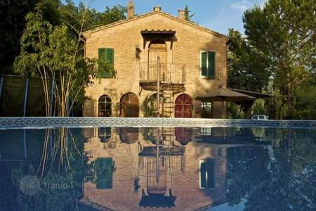 4 bedroom houses for sale in Buonconvento. Villa – Buonconvento, Tuscany, Italy