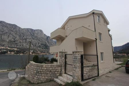 6 bedroom houses by the sea for sale in Kotor. Detached house – Prčanj, Kotor, Montenegro