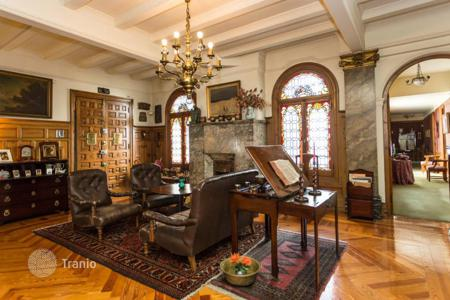 Luxury residential for sale in Bilbao. Apartment in a building of the high bourgeois early century architecture in the heart of Bilbao, Spain