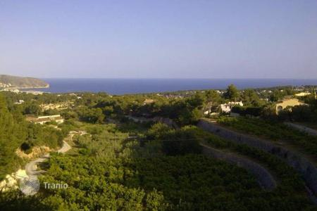 Cheap development land for sale in Benimeit. 800 sqm plot with views over the Mediterranean sea and Moraira town in Benimeit, Moraira