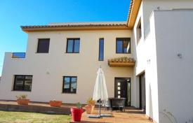 Houses with pools for sale in Empuriabrava. Very beautiful villa in Empuriabrava, Costa Brava, Spain
