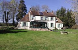 Residential for sale in Centre-Val de Loire. Spacious villa with additional buildings, a pond and a stable, Center — Loire Valley, France