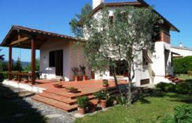 Luxury 3 bedroom houses for sale in Tuscany. Villa with a garden, terraces, four entrances, and a view of Florence, Italy